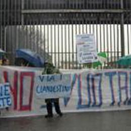 Presidio di duecento leghisti  Protesta contro lo «Svuotacarceri»