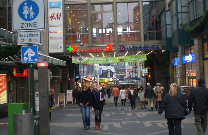 La zona pedonale e commerciale di Bochum, in Germania