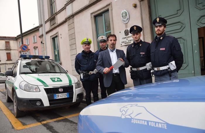 Il machete recuparto dalla polizia a Treviglio
