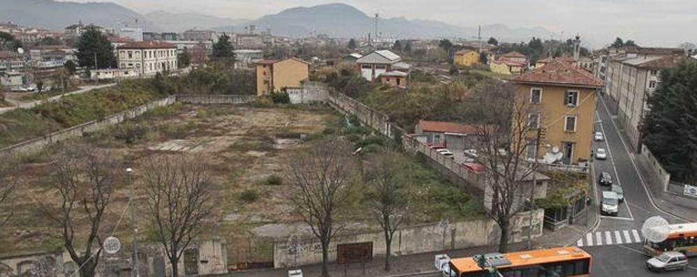 Nuovi parcheggi all'ex gasometro «Chiarire sull'inquinamento dell'area»