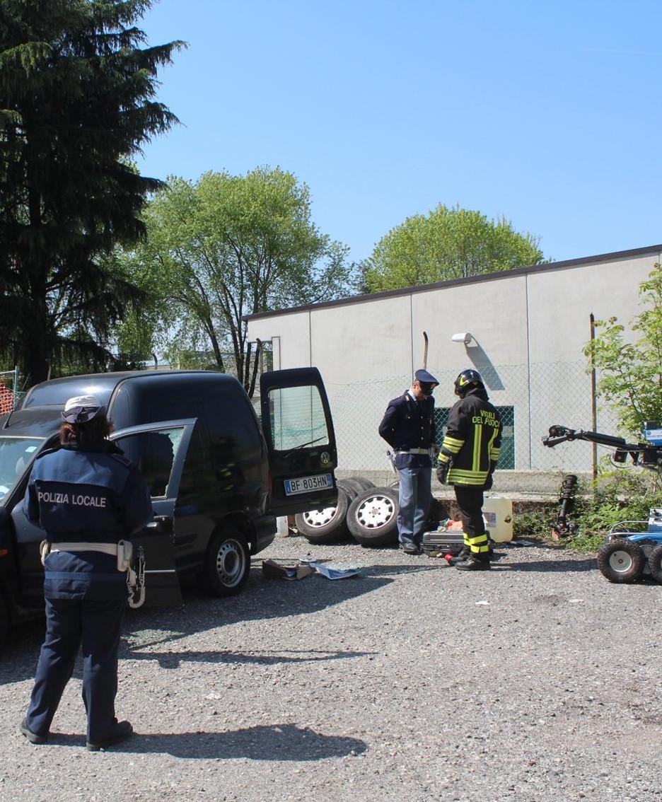 L'intervento a Brembate Sopra dopo l'allarme bomba