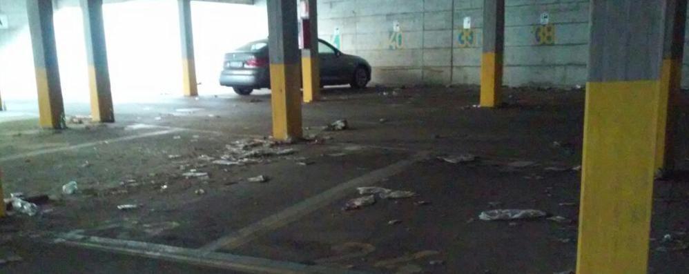 Via Tremana, degrado al parcheggio Sos da un lettore. Il Comune risponde