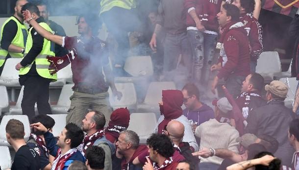 Bomba carta forse di ultrà del Torino