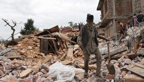 Nepal: dopo 128 ore estratta donna viva