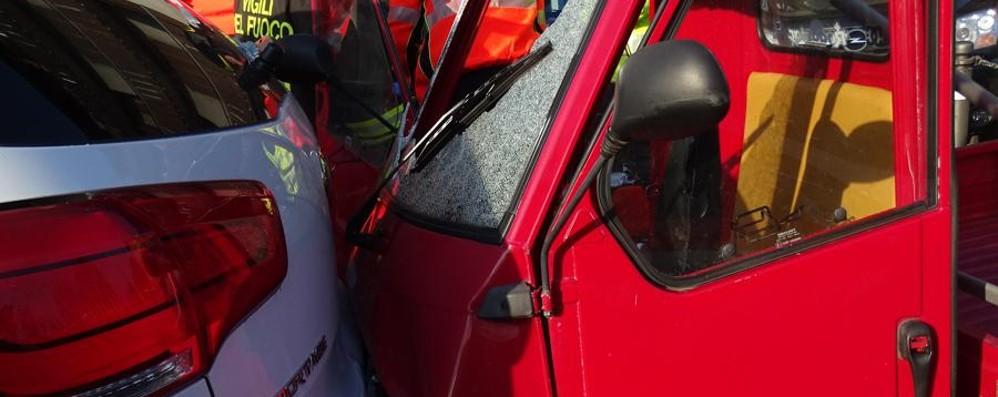 Incidente tra auto e Ape a Clusone 15enne ricoverato al Papa Giovanni