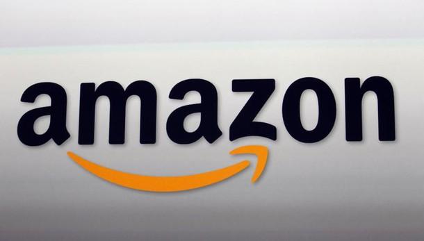 Amazon regina del web, cresce cinese JD