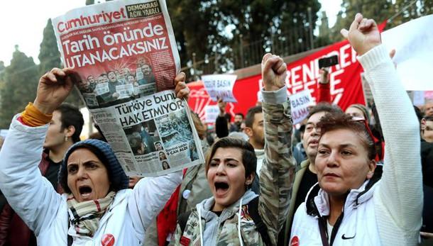Turchia,Juncker,sempre più lontana da Ue