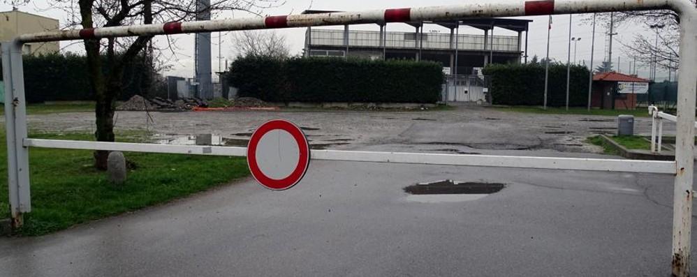 Tagliata la luce al centro sportivo Calciatori in trasferta forzata