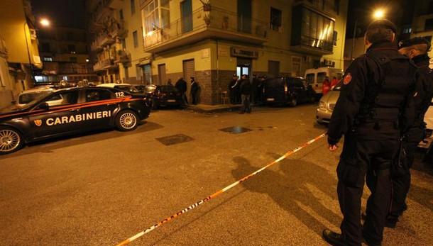 Napoli,raffiche mitra contro stazione cc