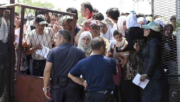 Ue, primi segnali cambio rotte migranti