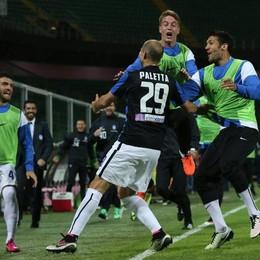 L'esultanza atalantina dopo il gol di Paletta