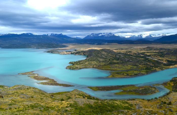 Il Parco Nazionale Torres del Paine nacque dalla donazione di Guido Monzino di una enorme proprietà al Governo Cileno, con l'obbligo di farci un parco nazionale
