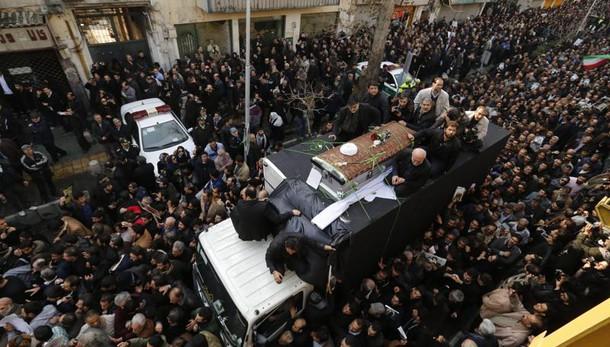 Folla a Teheran per funerali Rafsanjani