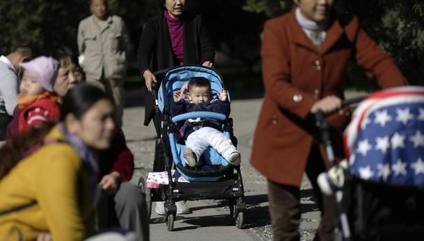 Cina: politica 2/o figlio, +7,9% nascite