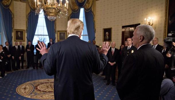 Trump a imprenditori, 'assumete in Usa'