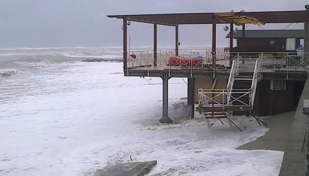 Violenti temporali su Calabria, evacuati