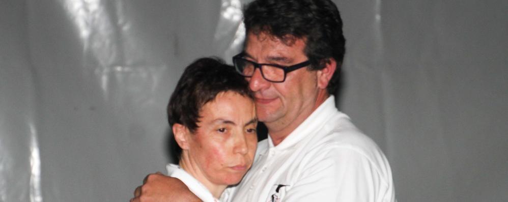 Papa Francesco e i genitori di Yara Un lungo abbraccio pieno di emozione