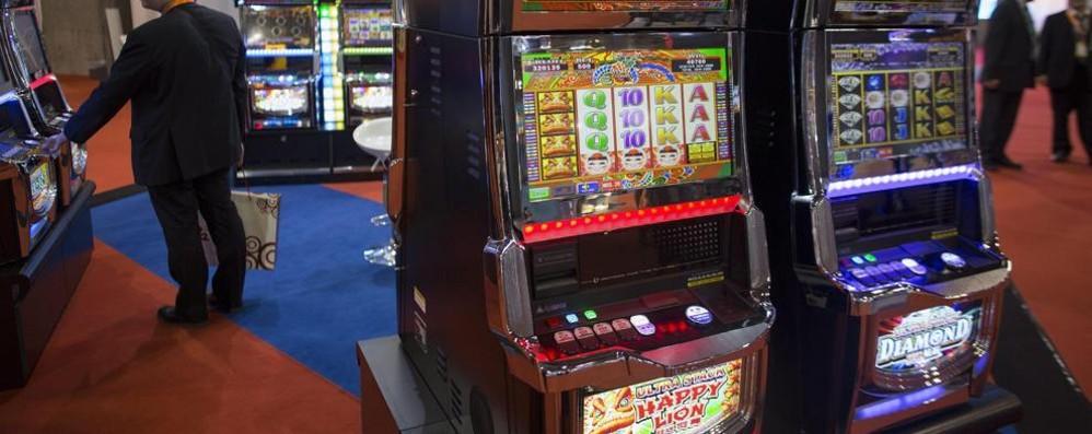 Lotta al gioco azzardo, vincono i Comuni «Dimezzate le sale slot entro il 2019»