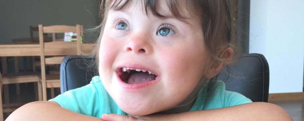 Anna «vince» la Sindrome di Down con le sue notizie positive sui social