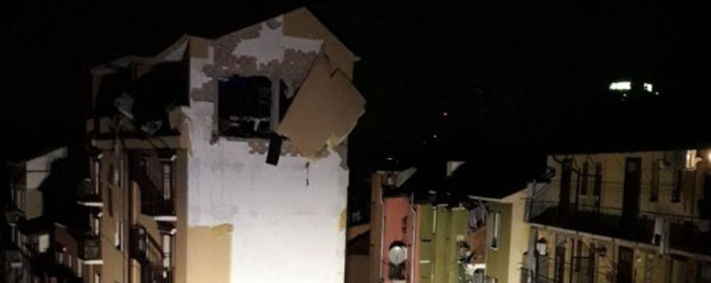 Esplode un edificio a Sesto San Giovanni Distrutto l'ultimo piano di un palazzo