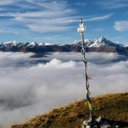 Il termometro giù sino a zero gradi  Godiamoci il mare di nubi dalle vette- Foto