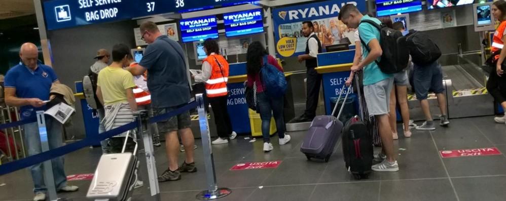 «Borsa rubata a mia figlia autistica» Presa all'aeroporto: appello per ritrovarla