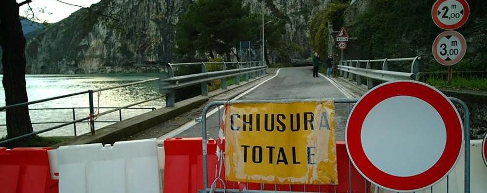 Frana sulla strada, chiusa la Rivierasca Riapertura alle 20 di martedì