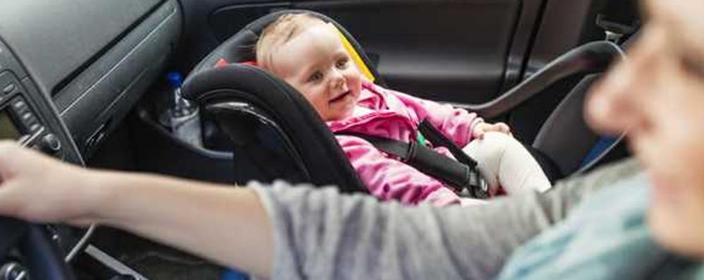 Seggiolino auto, le novità anti abbandono Il dispositivo obbligatorio fino ai 4 anni
