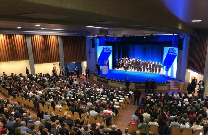 L'orchestra e il coro del Secco Suardo hanno intonato l'inno nazionale.