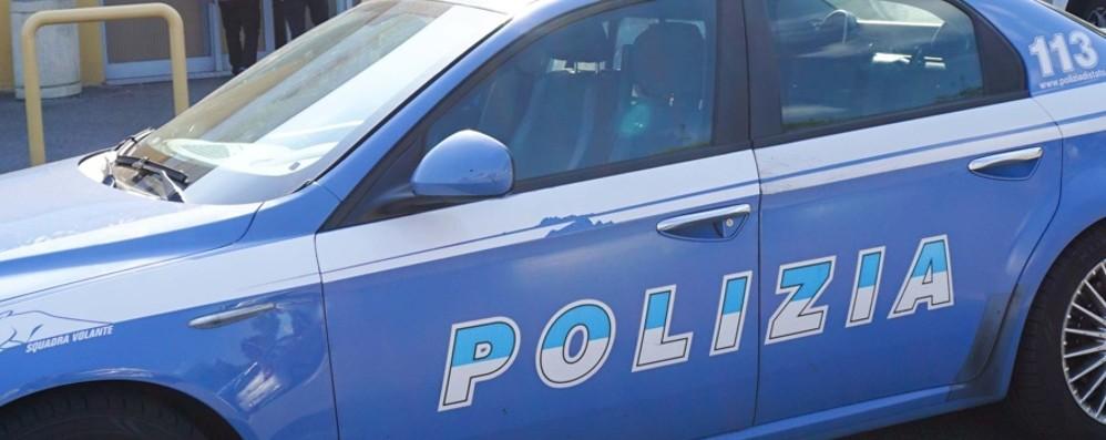 Armato di coltello si ferisce in stazione Panico tra i pendolari, 19enne denunciato