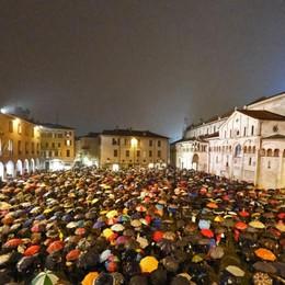 Le «sardine» a Bergamo Il gruppo su Facebook