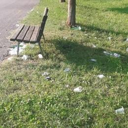 Sempre più vetri e rifiuti sulla Greenway Dopo la segnalazione, l'intervento