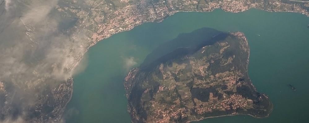 Panorama mozzafiato sul lago d'Iseo Fondi per l'anello di 100 km sul Sebino