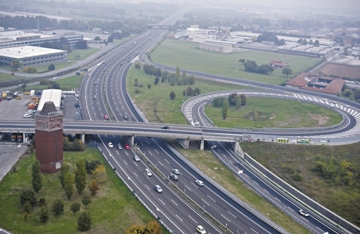 Una visuale dall'alto dell'uscita di Bergamo dell'A4 come è oggi