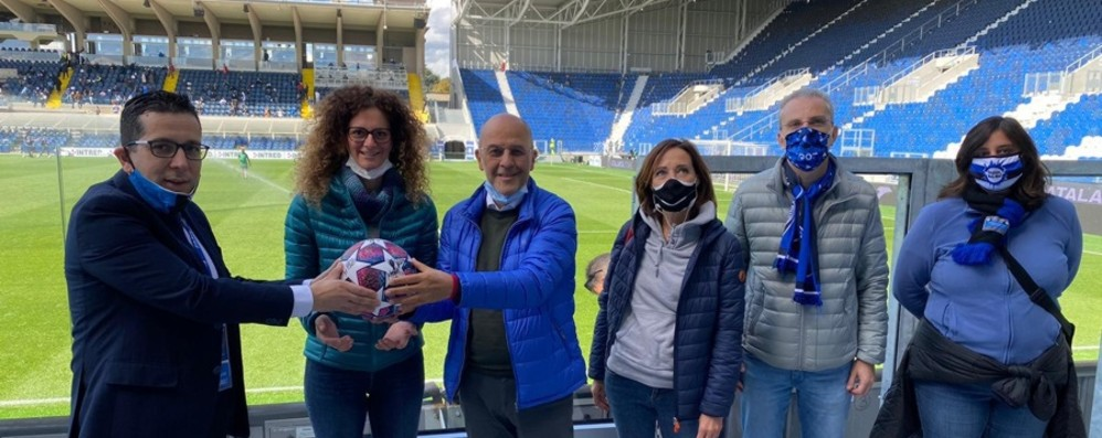 Il pallone dei 4 gol di Ilicic a Valencia donato all'ospedale Papa Giovanni
