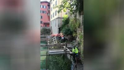 Ponte San Pietro, volo di 8 metri in riva al fiume: il recupero del ferito