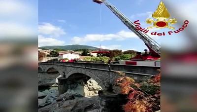 Cene, salvataggio sotto il ponte di via Bellora: giovane recuperato dai pompieri