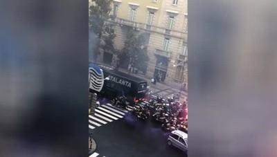 I tifosi accompagnano il bus dell'Atalanta allo stadio