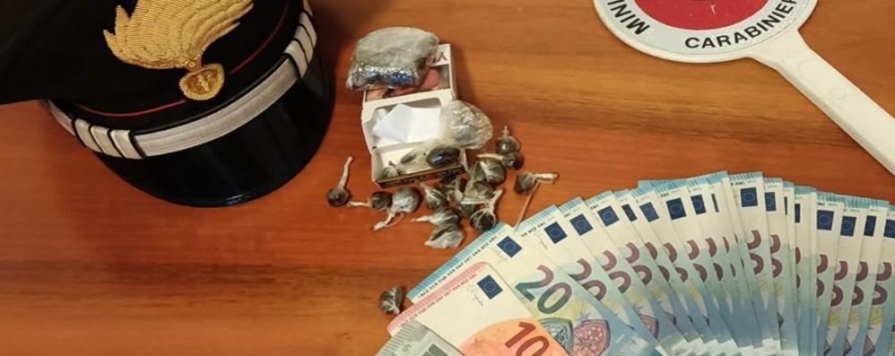 Nascondeva la droga nel pacchetto di sigarette, 18enne arrestato a Solto Collina