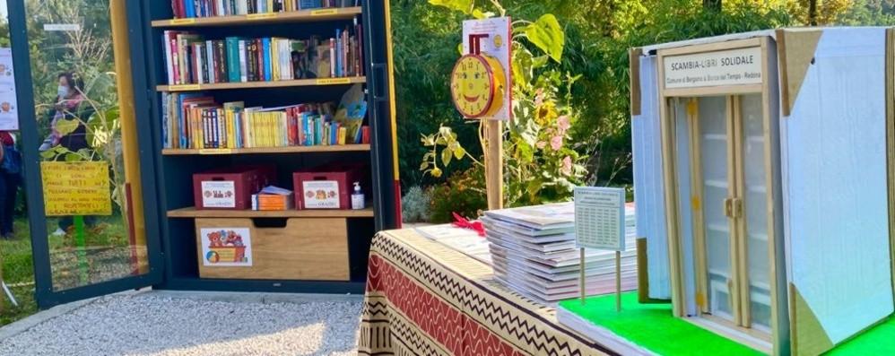 Ne prendi uno e ne lasci un altro, la prima casetta del libro al parco Turani di Redona