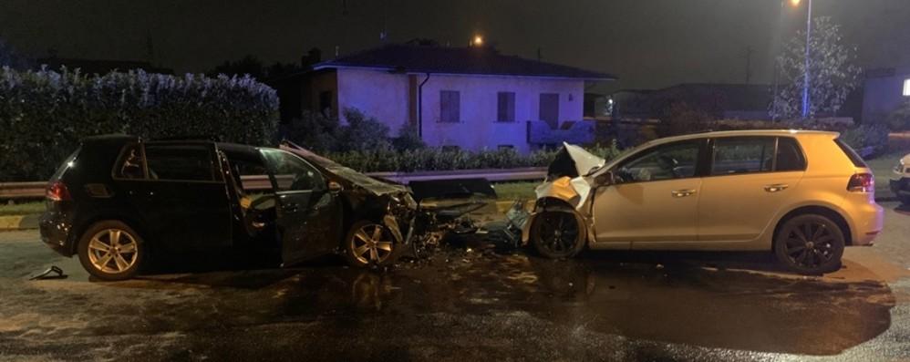 Tragico schianto frontale nella notte a Gorlago: muore un 31enne di Alzano