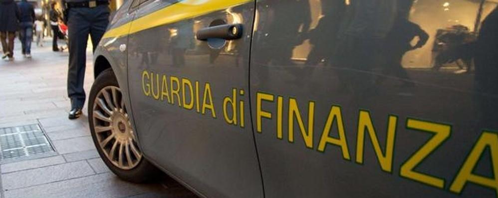 Due aziende della Bassa «ripulite» per truffare fornitori durante il lockdown: 13 arresti