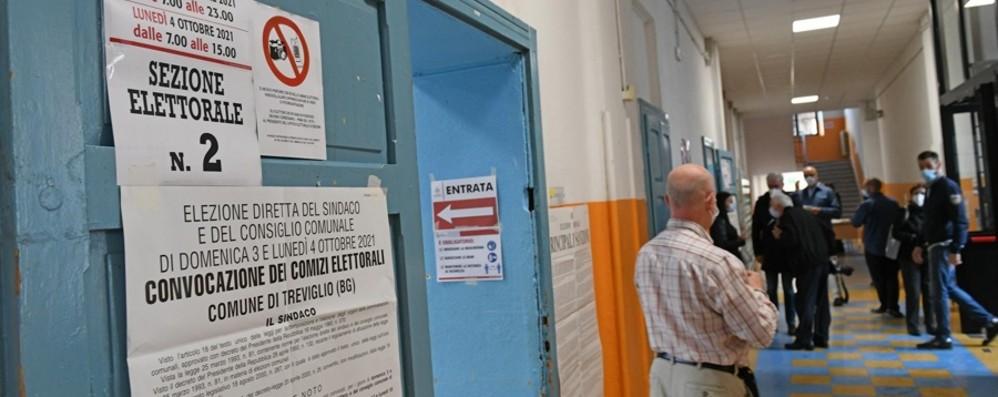 Elezioni comunali, l'affluenza: alle 12 nella Bergamasca ha votato il 15,9%, in Italia il 12,6%