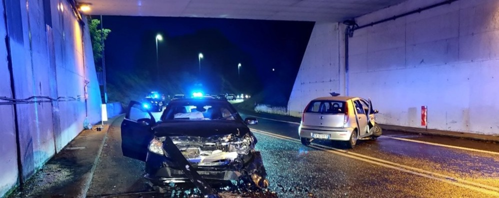 Frontale tra due auto nel sottopasso di Mapello: quattro feriti