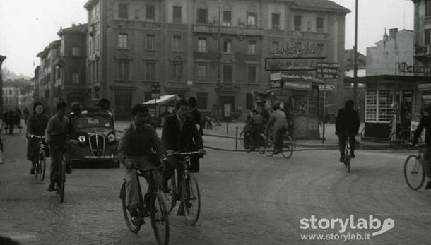 Pedalando in città... tra un secolo e l'altro, ecco piazza Sant'Anna ieri e oggi