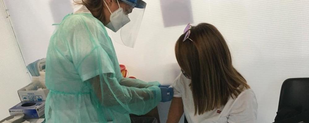 Trapiantati e immunodepressi: ecco chi ha già diritto alla terza dose di vaccino